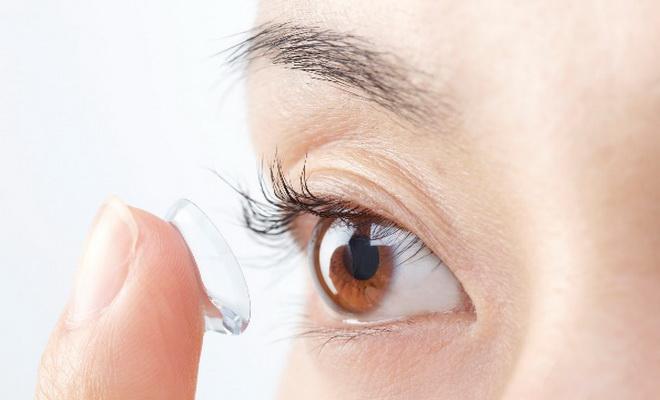 Des conseils d'entretien pour lentilles de contact d'été